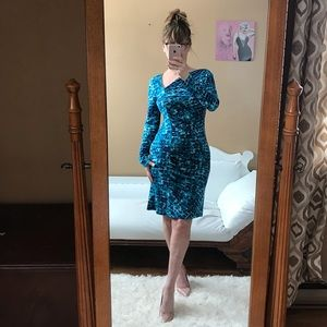 BCBGMAXAZRIA LONG SLEEVE DRESS BLUE TEAL WHITE